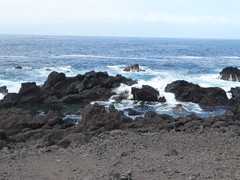 San Roque do Pico 170611_258 (jimcnb) Tags: 2017 juni urlaub azoren azores açores pico picoisland sanroquedopico coast rocks brandung