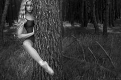La guardiana del bosque (Soledad Bezanilla) Tags: guardiana guardian bosque forest instanes momentos soledadbezanilla canoneos7d luz light arte art fotografia photography retrato portrait arbol tree naturaleza nature vida life