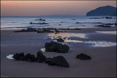 Calma al amanecer. (antoniocamero21) Tags: playa mar cielo rocas calma amanecer reflejos color foto sony trengandin noja cantabria composición arena