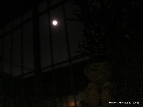 雨夜裡的月圓