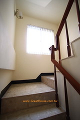 國泰市政尊園:梯間開窗,採光通風