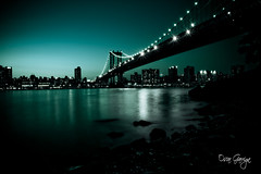 Jade Night (scar Garriga) Tags: park nyc bridge ny newyork verde green rio brooklyn night river puente noche unitedstates manhattan sony jade pont alpha nit estadosunidos lightroom nuevayork riu a700 empirefultonferrystatepark estatsunits