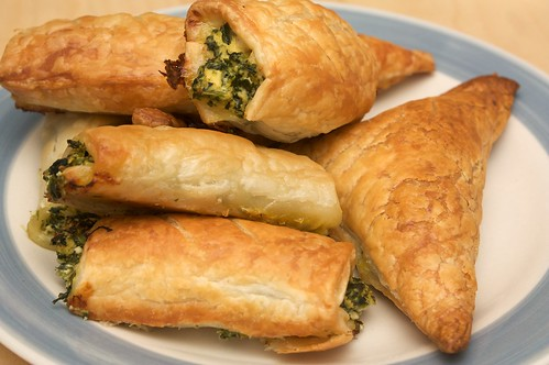 cheeze and spinach sausage rolls (and triangles)