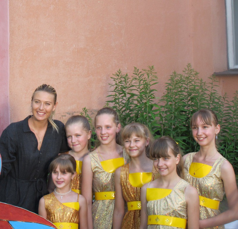 Tennis champion Maria Sharapova visiting children in Belarus1
