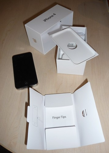iphone 4 box. iPhone 4 - ox contents