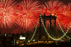 Macy's 4th of July fireworks 2010, New York City (Barry Yanowitz) Tags: nyc newyorkcity longexposure bridge ny newyork brooklyn nightshot fireworks manhattan dumbo bridges event manhattanbridge fourthofjuly nightphoto july4th 4thofjuly 2010 nycity downtownbrooklyn 718 macys4thofjulyfireworks