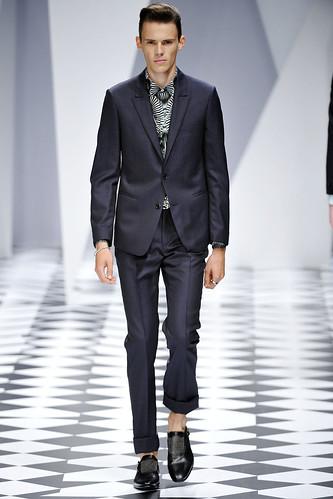 SS11_Milan_Versace0002_Thomas Hassler(VOGUEcom)