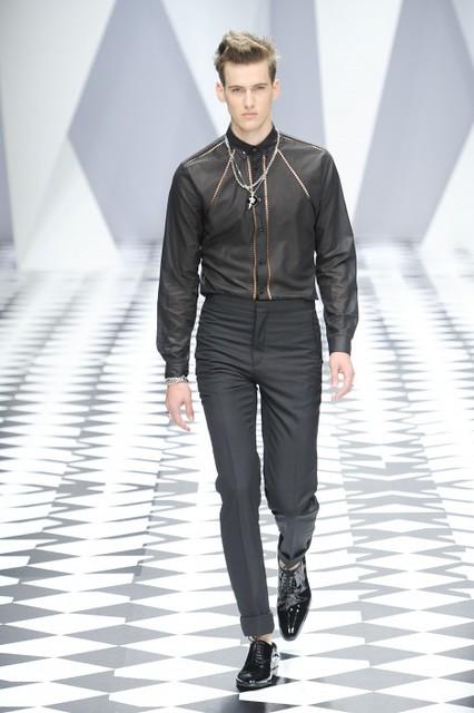 Robin Barnet3002_SS11_Milan_Versace(fmag)