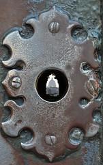 Dove arrivano gli occhi (the_lighter) Tags: door rome roma nikon san hole peter porta buco antico scorcio pietro aventino giardinodegliaranci serratura d60 portale spiare fessura bucodellaserratura