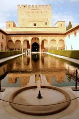 Der Patio de las Arrayanes im Palacio Real, Alhambra, Andalusien