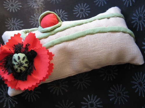 Poppy pincushion from mamacjt