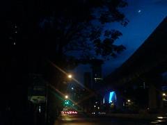 พระจันทร์เสี้ยว เล็กนิดเดียว (ppaok007) Tags: พระจันทร์ สาทร ถนน