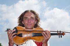 il musicante russo (JESSIBRI) Tags: music guy artist russia violin musica latina mercato artista ragazzo violino