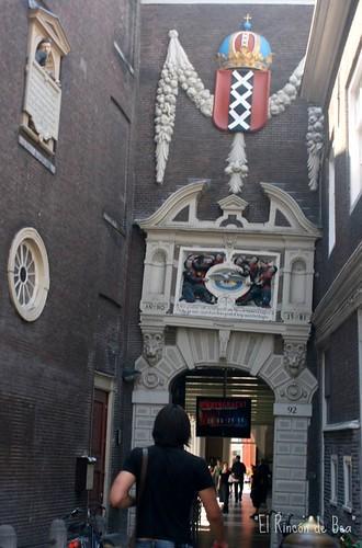 Museo Historico Amsterdam....doy fé que la foto está derecha.....