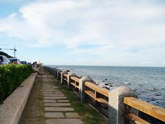 吃完在海邊吹海風