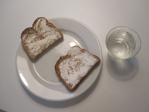 Toasts with cream cheese, Perrier