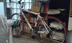 自転車通学。しかも研究室に持ち込みwww