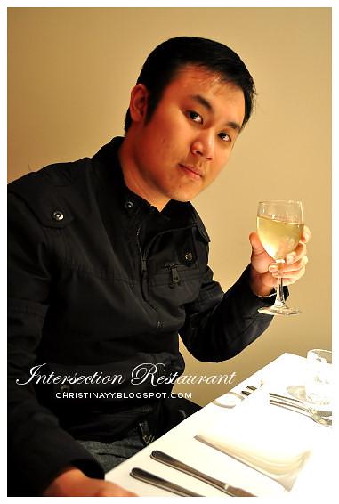 Intersection Restaurant @ James Street Motor Inn Motel: White Wine