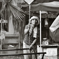 rain at tamu putatan. (1davidstella) Tags: lighting blackandwhite bw woman wet rain tents nikon market 85mm streetportrait kotakinabalu bazaar nikkor waterdrops sabah tarpaulin hawker tamu d300 putatan artofimages 1davidstella 4tografie