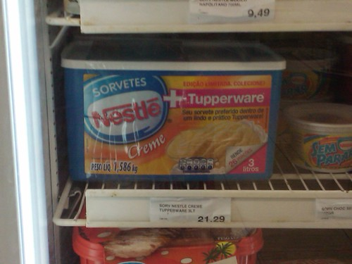 Sorvete Nestle com Tupperware