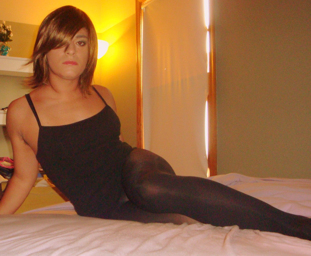 Excellent Crossdressers in pantyhose and heels