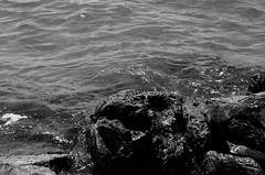 incantada... (AmRiTa) Tags: b holiday photoshop see nikon mare d no w gimp spuma e toscana 50 rocce bianco nero amrita inde mimmo giada follonica agnolucci iodici