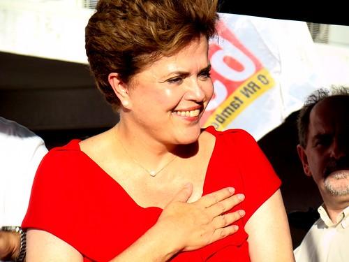 Caminhada com Dilma movimenta bairro popular em Natal