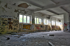 Kinder- und Suglingskrankenhaus (GZZT) Tags: urban berlin abandoned hospital germany de deutschland ruine urbanexploration gwb weisensee 030 guesswhereberlin kinderkrankenhaus berlinweisensee abandonedchildrenshospital gzzt kinderundsuglingskrankenhaus verlasseneskinderkrankenhaus