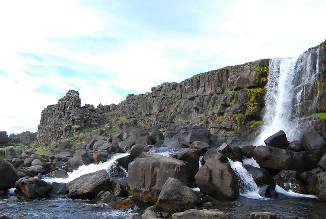 Salto de agua cerca de Þingvellir