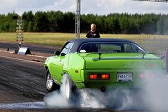 (MoStuff Sthlm) Tags: green grass race vintage drag 1971 sassy barrel plymouth rubber 71 racing system smoking burning pack strip transit mopar burnout fest six sthlm rapid smokin 440 tyres loket dragway gtx orsa mopars mostuff tallhed