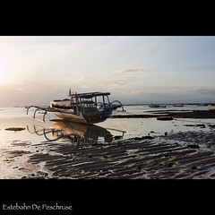 Sunset in Lembongan (Estebahn De Peschruse) Tags: voyage trip travel sunset bali reflection canon indonesia island boat asia indianocean ile asie bateau indonesie coucherdesoleil carnetdevoyage nusalembongan oceanindien