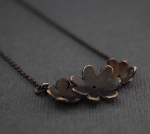 3 daisy necklace