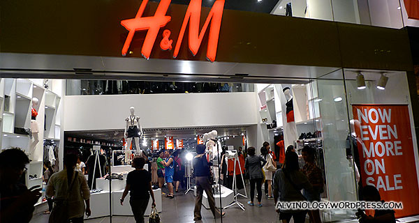 We passed by H&M on our way back to the hotel - I vowed to be back again with Rachel