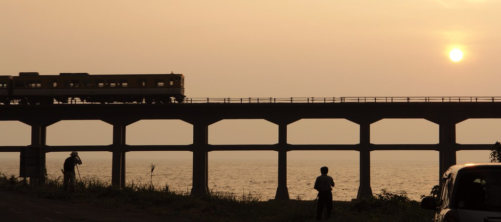 They are waiting for the time! : Sougou river bridge and cameramen : JR Sanin line