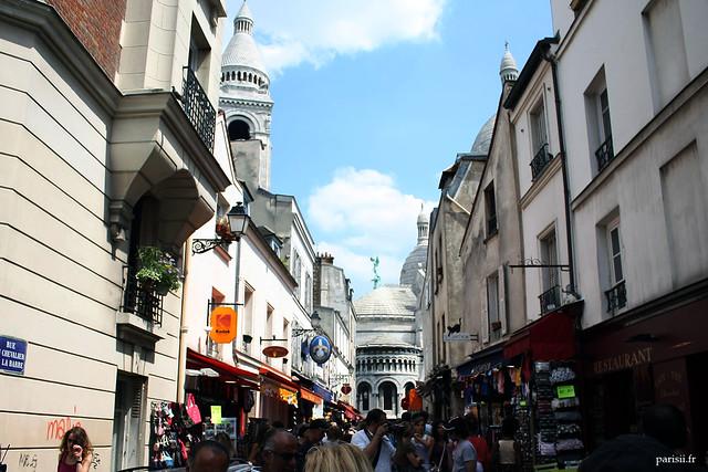 La basilique est située en plein cœur de Montmartre