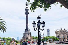 Barcelona, at the port - (rotraud_71) Tags: spain spanien katalonien barcelona port sculpture column columbus buildings people streetlanterns candelabras