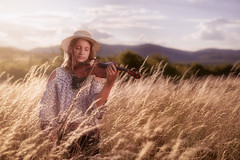 Reka (RobertFenyo) Tags: field sunset girl daughter violin