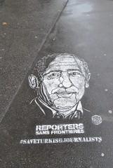 c215 (emilyD98) Tags: street art insolite paris rue sol trottoir c215 pochoir stencil place ditalie artiste