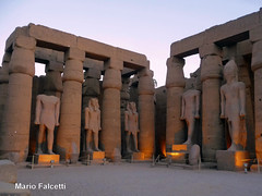 Egypt: Luxor (ancient Thebes) temple: Ramses II courtyard (mariofalcetti) Tags: egypt egitto luxor thebes monument monumento