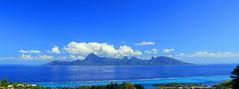 150625 Panorama bleu sur Moorea, Punaauia, Tahiti (Christian Chene Tahiti) Tags: canon 7d nature moorea tahiti punaauia extérieur plante flore paysage habitation île lanscape polynésiefrançaise polynésie polynesia frenchpolynesia ciel mer sky sea nuage cloud bleu blanc récif reef lagoon lagon bateau