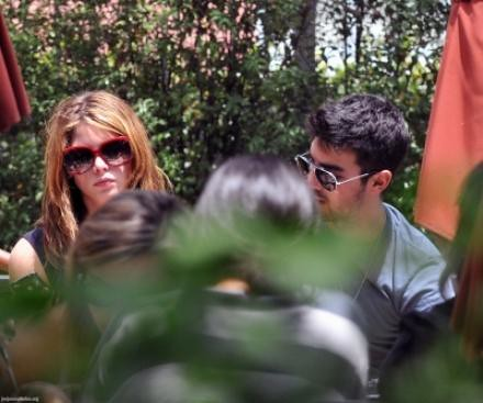 ashley greene joe jonas lunch date