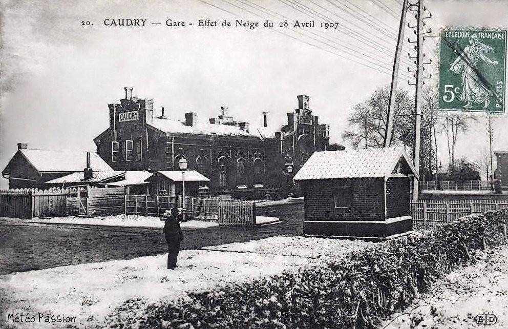 neige en gare de Caudry le 28 avril 1907
