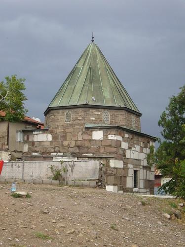 P1040918 Ahi Şerafeddin'in Türbesi (tombeau)