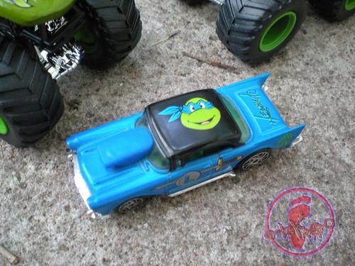 "Racing Champions ""Street Wheels"" diecast 1:64 scale - 'Teenage Mutant Ninja Turtles' 5 pack :: 1957 Chevy - Leonardo v (( 1999 ))"
