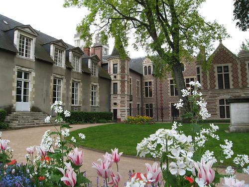 L'hôtel Groslot et son jardin