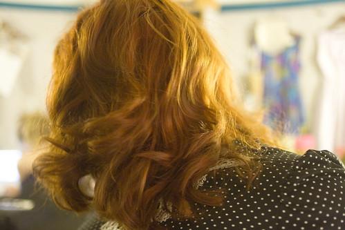 pin curls hair.