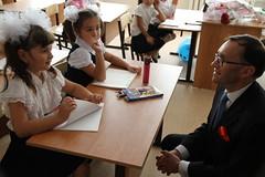 Barth Eide møter skolebarn i Beslan (Utenriksdept) Tags: school norway state russia ministry norwegian secretary foreign espen barth beslan affairs eide