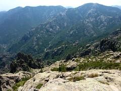 Tentative voie directe de montée depuis le col : le versant E surplombant les ravins du Haut Cavu