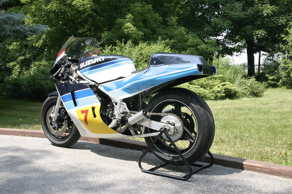 Machines de courses ( Race bikes ) - Page 7 4989433963_2a9ae0d38b_b