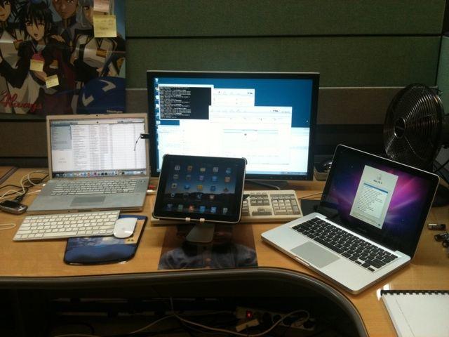 내 사무실 책상위.